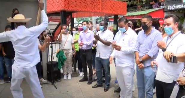 Director Ejecutivo de la Unesco visitó la Comuna 13 de Medellín