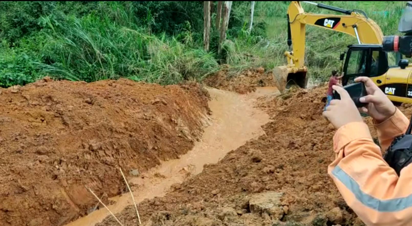 Caldas monitorea 24 horas deslizamiento de tierra sobre Río Medellín
