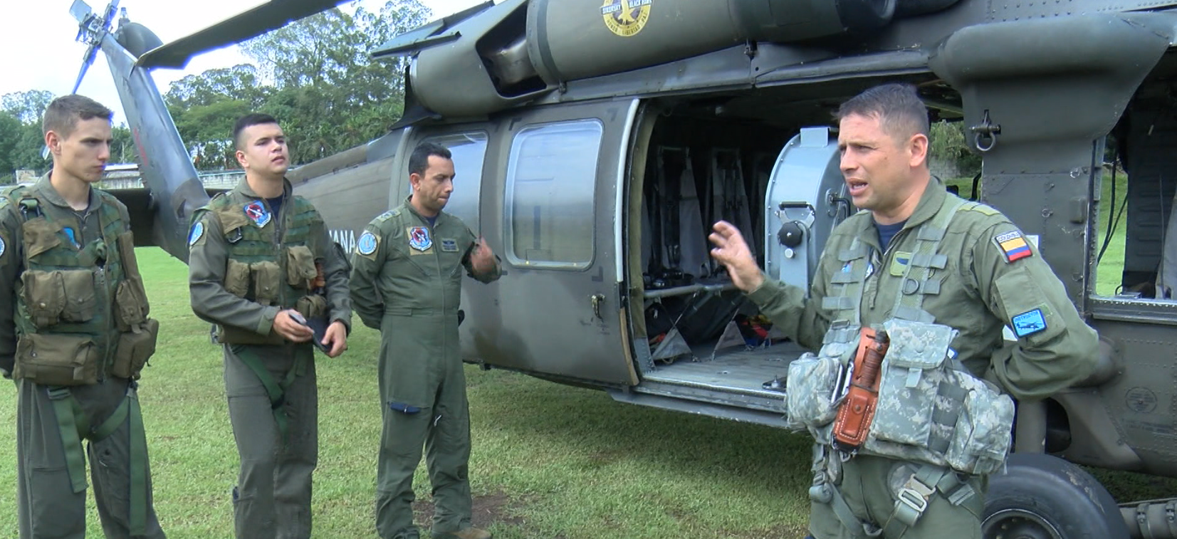 Fuerza Aérea Colombiana vigila zonas de mayor concentración de marchantes