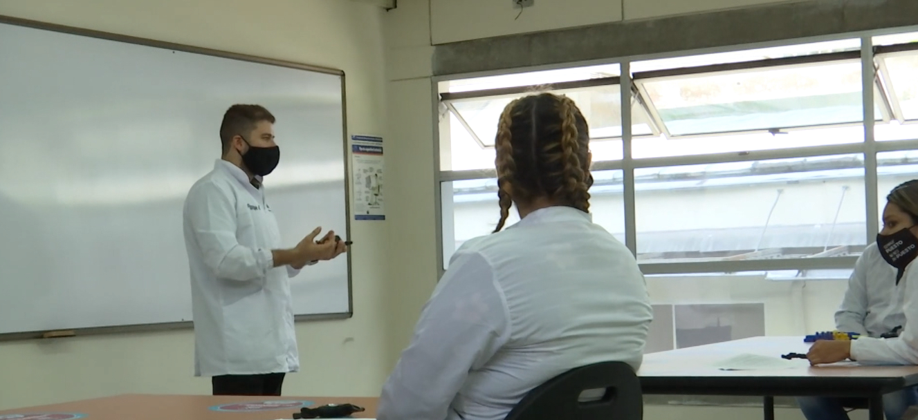 Entre mayo y junio serán vacunados los maestros de Medellín
