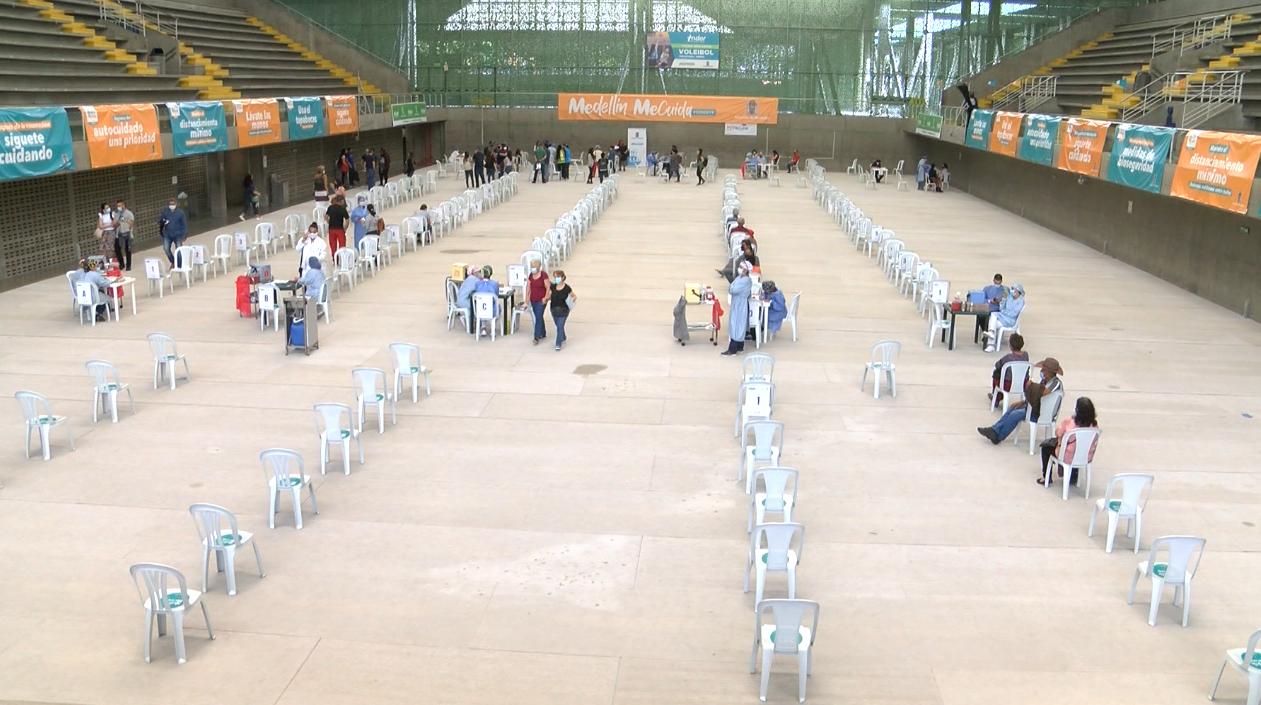 Medellín inició la vacunación de los agentes de Buen Comienzo