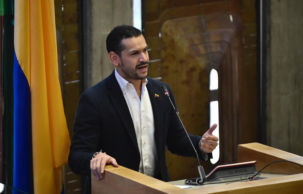 Ministro del Interior fue designado Gobernador ad hoc de Antioquia