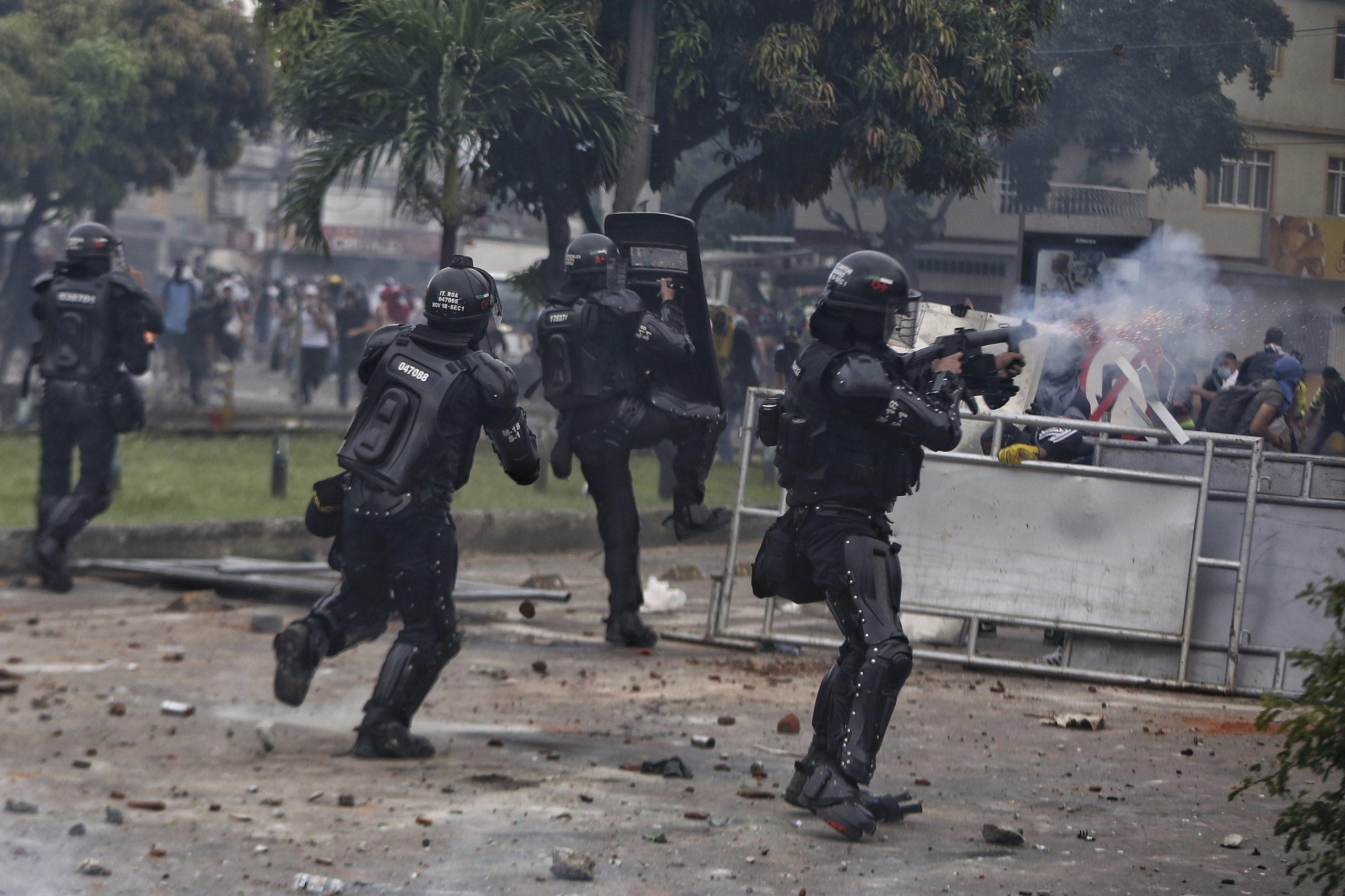 Investigan a 20 policías por presuntos excesos de fuerza en protestas