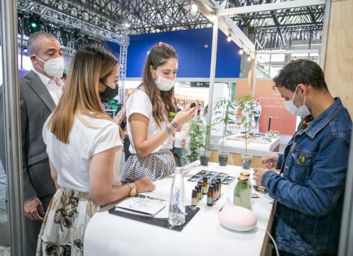 250 emprendedores participan de la feria Compra Hecho en Medellín