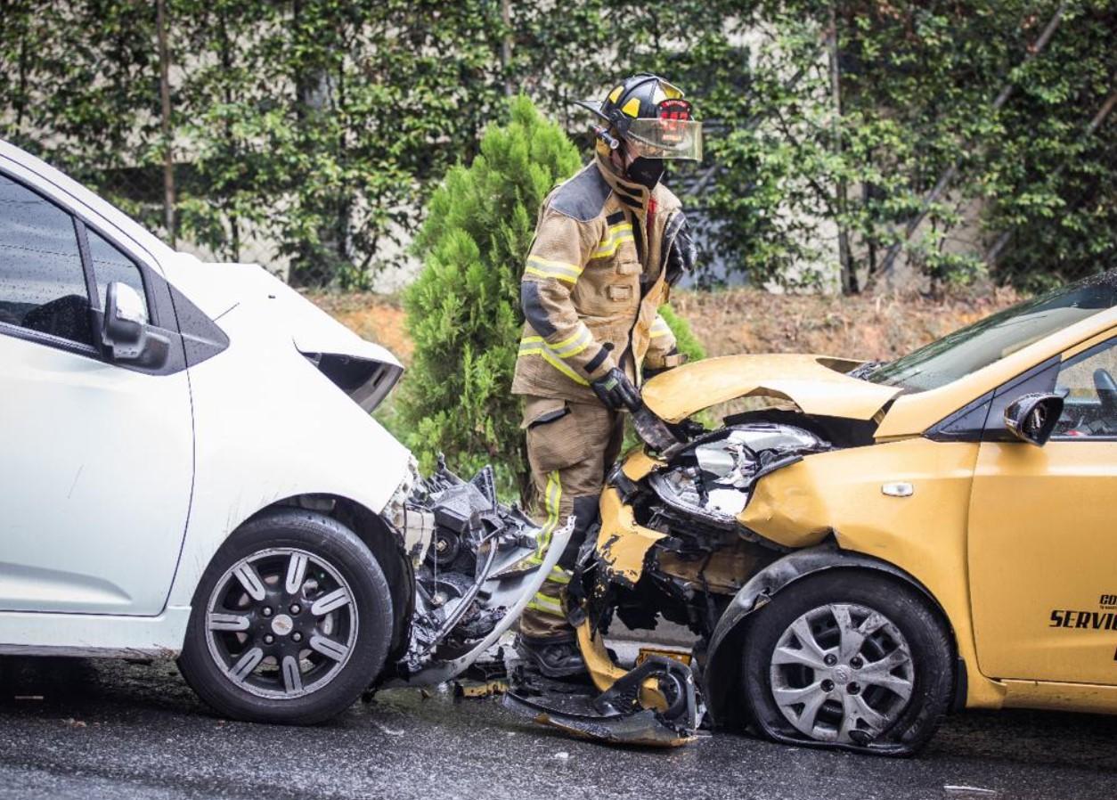 Bomberos de Medellín han atendido 1242 accidentes en 2021