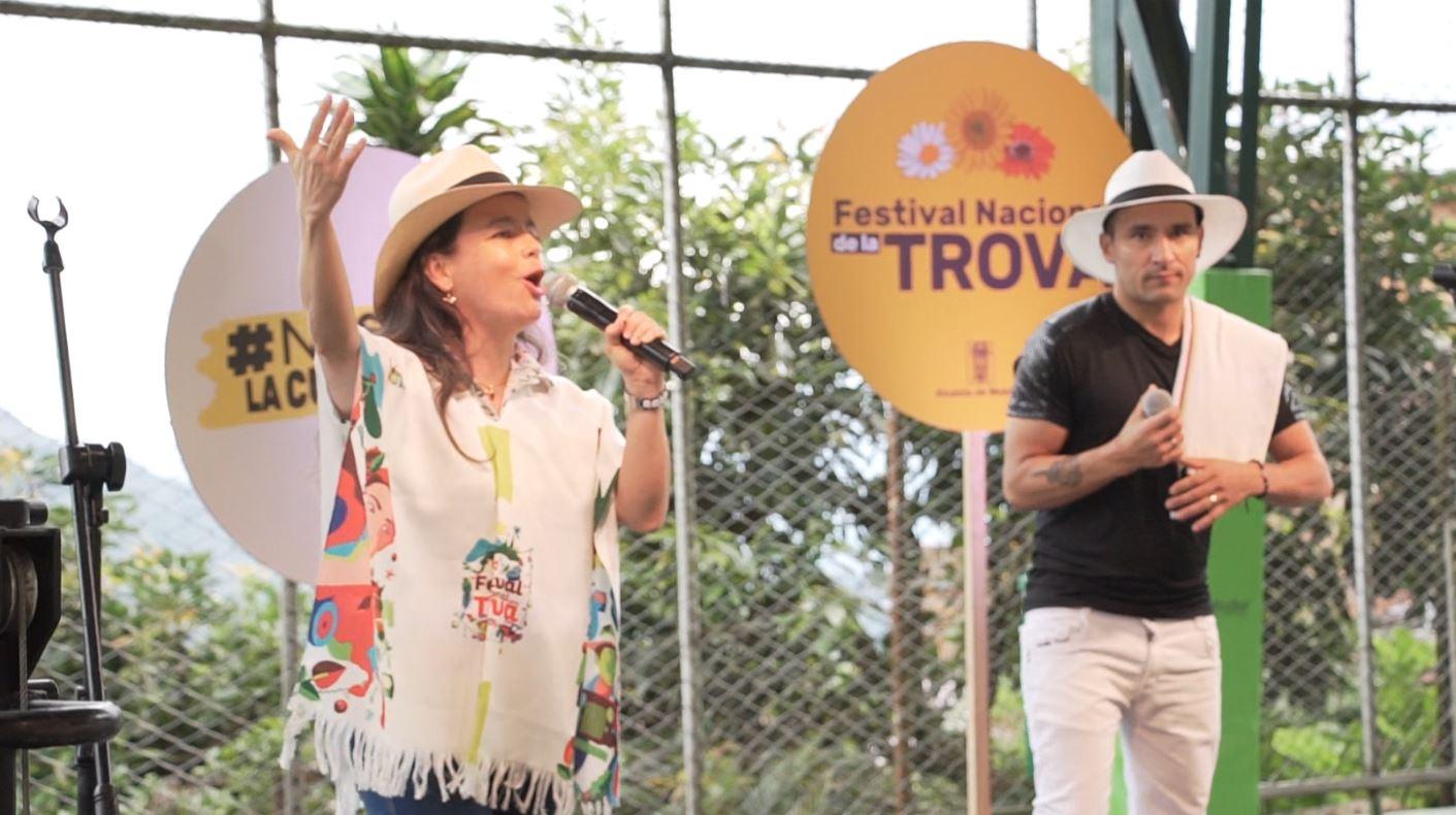 Lamparita refleja talento y humor en el Festival Nacional de Trova ciudad de Medellín