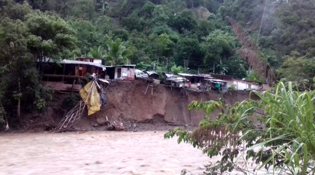 Una persona desaparecida y 36 viviendas afectadas tras creciente en Montebello