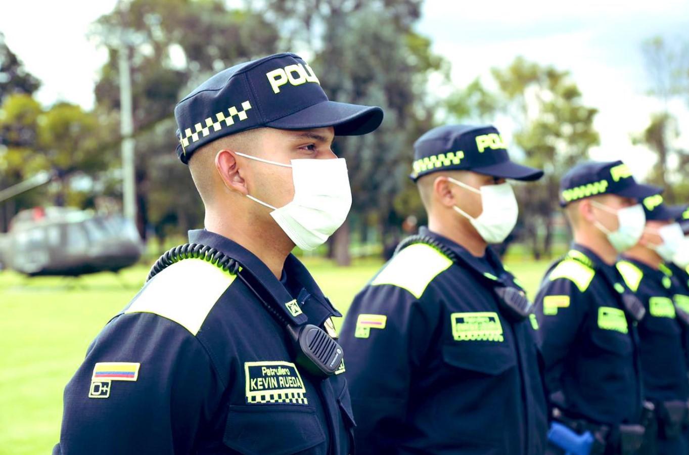 Policías de Medellín ya portan nuevo uniforme