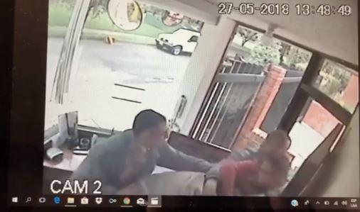 Joven publicó video en el que María Alejandra Silva lo ataca a golpes