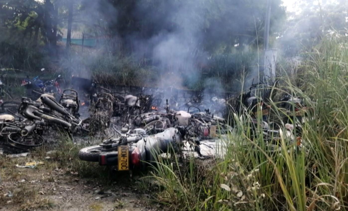 Más de 50 de motocicletas fueron incineradas por grupo de personas en Medellín