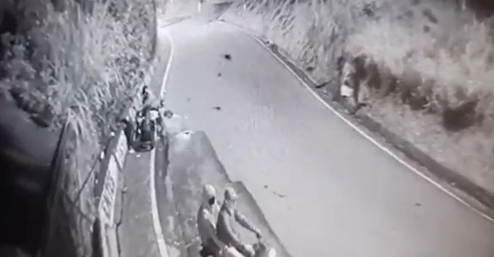 (Video) Delincuentes se llevaron motocicleta en San Cristóbal