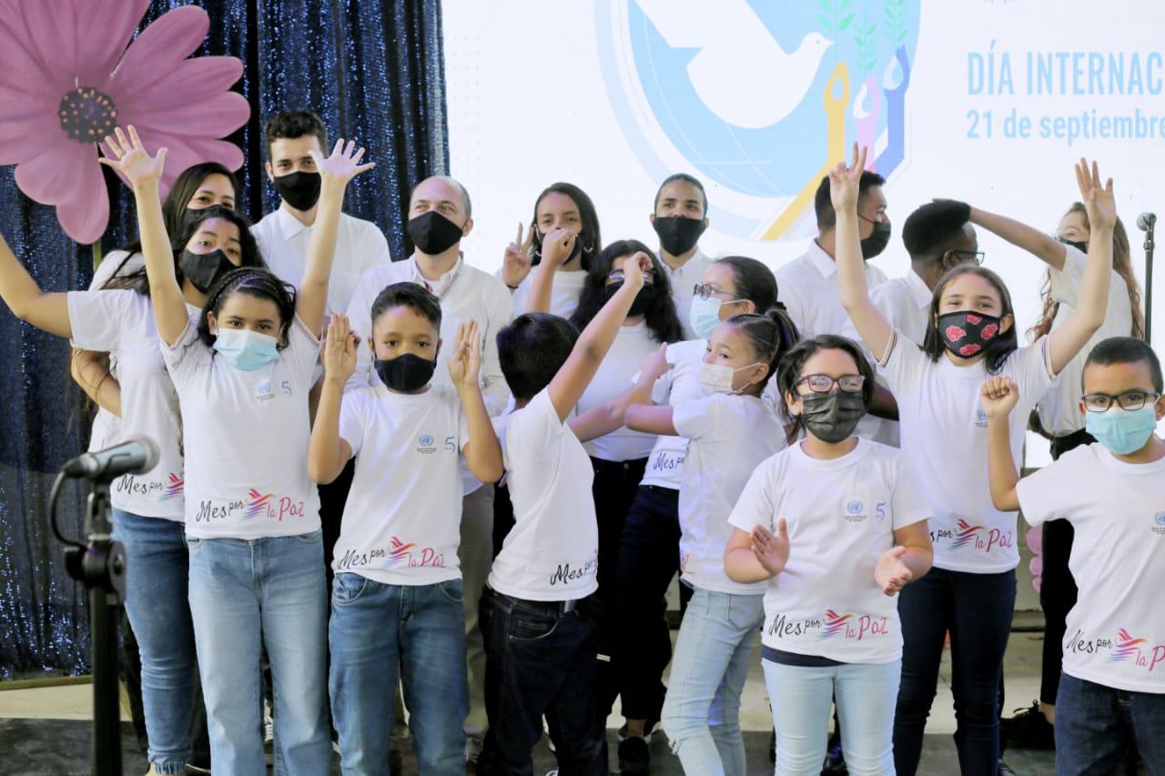 Medellín firmó pactos por la No-Violencia en el Día de la Paz
