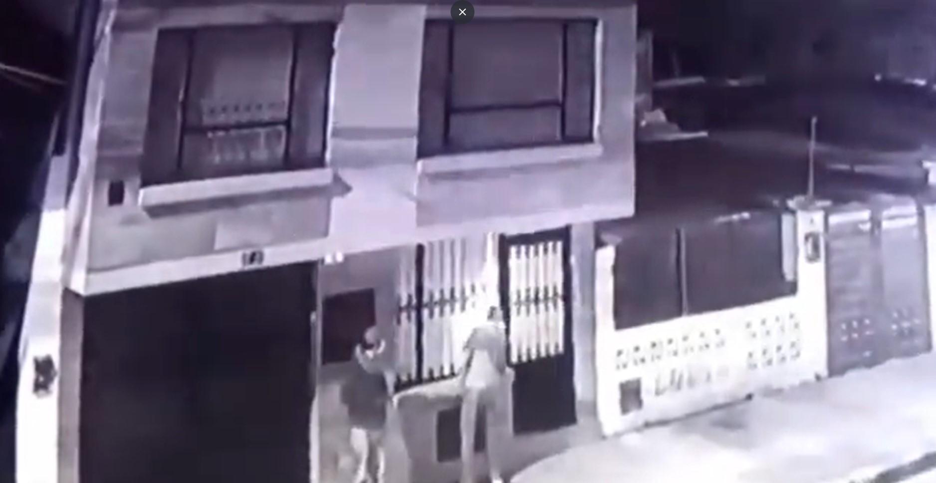 (Video) Ladrones salieron a robar casa y terminaron robados
