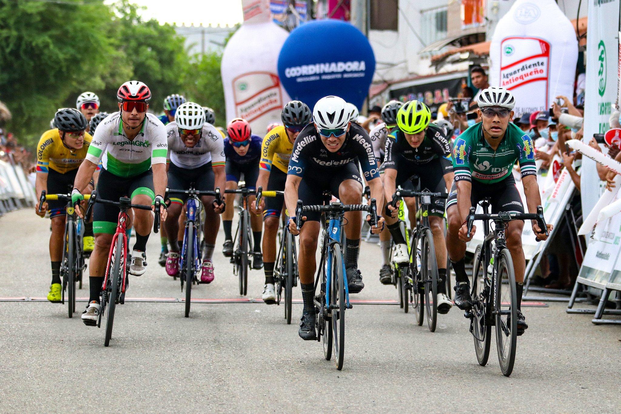 El Team Medellín domina la Vuelta a Antioquia