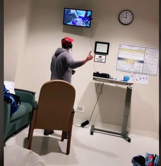 (Video) Mientras su esposa estaba de parto él decidió jugar Xbox