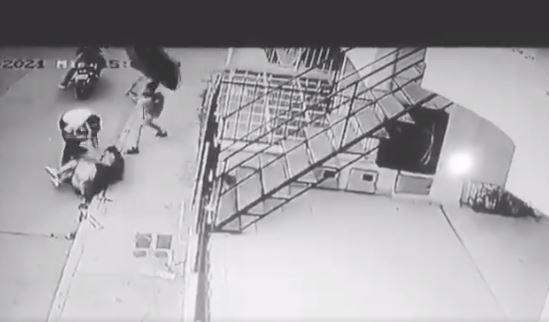 (Video) niño defiende a su mamá en medio de un atraco