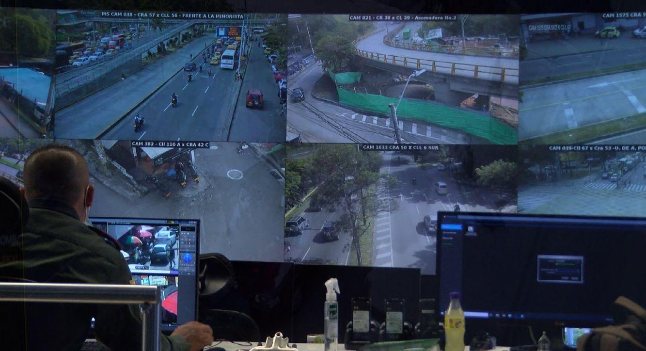 Policías infiltrados y cámaras de seguridad contra la criminalidad en Medellín