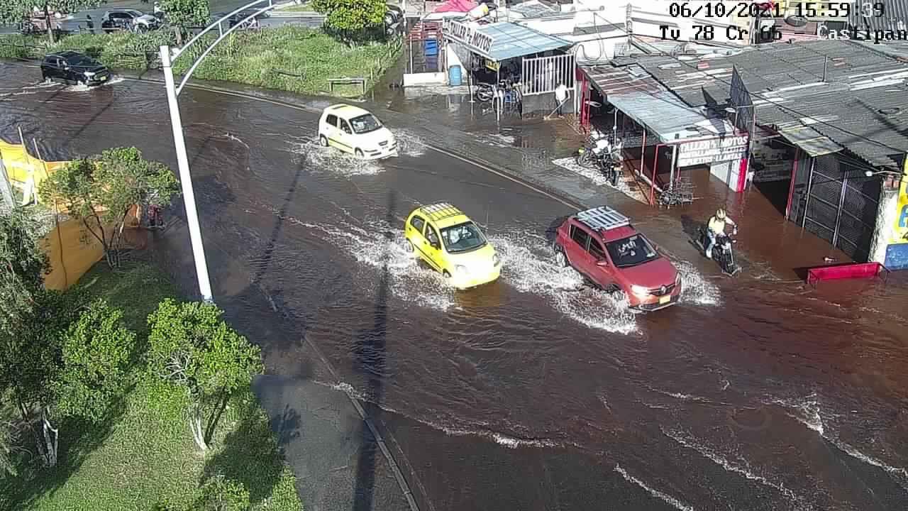 (Video) Autopista Norte está inundada por fuga de agua