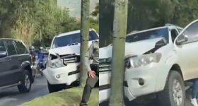Camioneta se chocó contra un árbol en Las Palmas